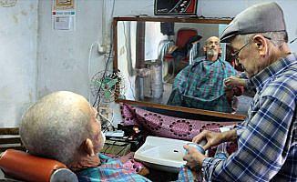 Baba mesleği berberliği 60 yıldır sürdürüyor