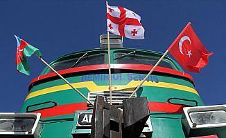 'Bakü-Tiflis-Kars Demiryolu, Doğu-Batı arasında bir köprü'