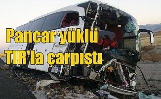Diyarbakır yolcu otobüsü, pancar yüklü TIR'la çarpıştı