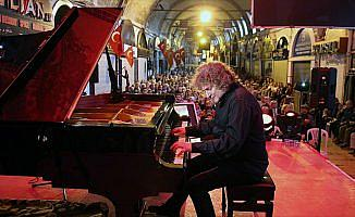 Piyanist Uğurlu Kapalıçarşı'da konser verdi