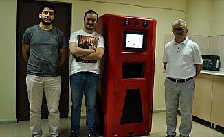 Robot 'HAYAMOR' hastaya ilacını ve suyunu verecek
