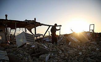 İran'da depremin en çok can aldığı kente yeterli yardım ulaşmadı