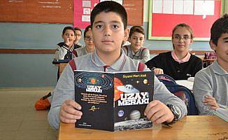 Uzay merakı kitap yazdırdı