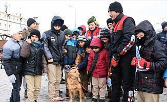 Çocuklar jandarma sayesinde Erciyes'le tanıştı
