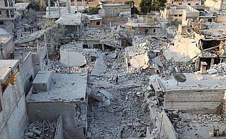 Esed rejimi İdlib'de çocuk ve kadınları vurdu