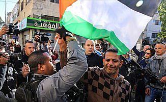 İsrail polisinden Filistin bayrağı açan göstericilere müdahale