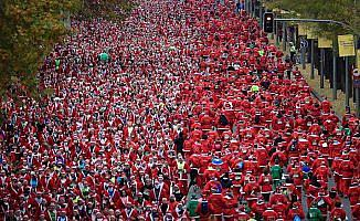 Madrid'de binlerce kişi Noel Baba koşusuna katıldı