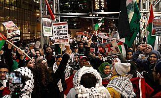 Times Meydanında binlerce kişi ABD'nin Kudüs kararını protesto etti