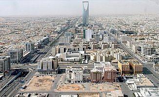 Suudi Arabistan Katar ile olan tek kara sınırını kapattı