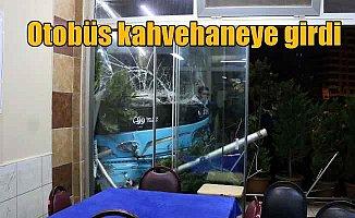 Halk otobüsü kahvehaneye girdi, 6 yaralı var