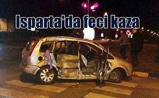 Isparta Afyon yolunda feci kaza, 2 ölü 3 yaralı var