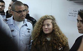 İsrail'den 'Filistinli cesur kız'a destek veren Yahudi şairin eserlerine yayın yasağı
