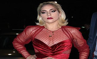 Lady Gaga kıyafeti le yine şaşırttı