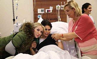 Nuray Hafiftaş'ı Seda Sayan ve Ceylan hastanede yalnız bırakmadı