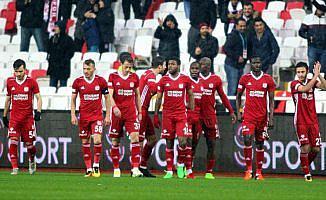 Sivasspor 'sıfır borç'la hedefe yürüyor