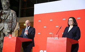 Almanya'da SPD'nin oyu düşmeye devam ediyor