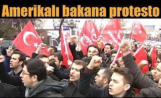 Amerikalı bakana Ankara'da şok protesto
