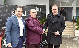 Kiğılı talihlisi Audi A3'ünü Abdullah Avcı'dan teslim aldı