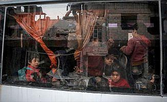 18 bin kişi Doğu Guta'dan ayrılmak zorunda kaldı