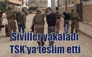 Afrin'de sivillerin yakaladığı teröristler TSK'ya teslim edildi