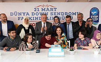 Down sendromlu çocuklar şeker hamuru faaliyetine katıldı