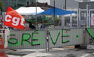 Fransa'da çöp toplayıcıları greve başlıyor