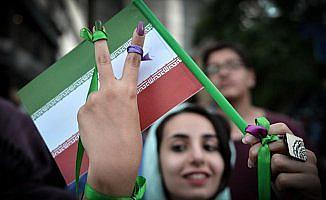 İran'da halkın yüzde 75'i ülke şartlarından rahatsız