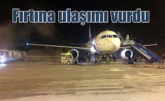 Karadeniz fırtınası ulaşımı vurdu, uçaklar alana inemedi