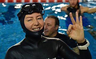 Milli sporcu Erken'den yeni dünya rekoru