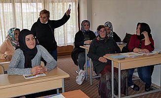 Nurşen öğretmenin mesaisi emekliliğinde de devam ediyor