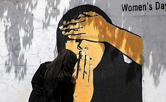 Yemenli sanatçı halkın sıkıntılarını 'duvarlara anlatıyor'