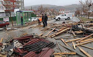 Yozgat'ta şiddetli rüzgar çatıları uçurdu: 1 yaralı