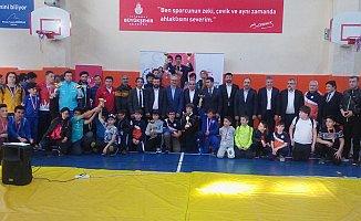 Başakşehir Okullar Arası Güreş Turnuvası Yapıldı