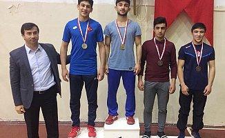Başakşehir'in Genç Güreşçileri Grupları Geçti
