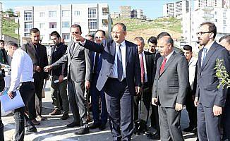 Çevre ve Şehircilik Bakanı Özhaseki: Terörden temizlenen bölgedeki inşaatlar 1-2 ay içinde bitiyor
