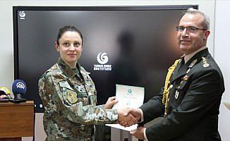 Makedonyalı askeri personele Türkçe sertifika