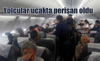 Uçakta arızalı kapı krizi: Yolcular perişan oldu