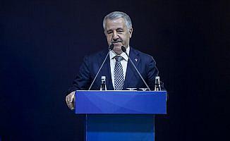 Arslan: 10 büyük projenin 6'sı Türkiye'de yapılıyor