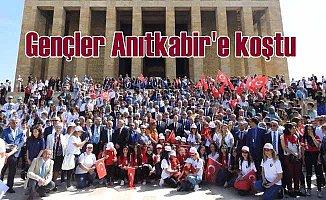 19 Mayıs Kutlamaları: Gençler Anıtkabir'e koştu