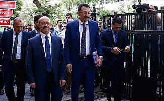 AK Parti aday listesini YSK'ye sundu