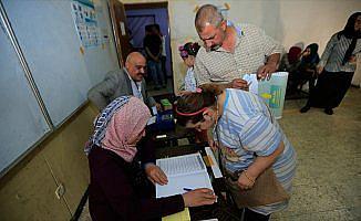 Irak'ta 'uygunsuzluk iddiaları' gölgesinde düşük katılımlı seçim