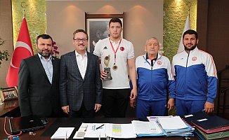 Kartoğlu'ndan Avrupa Şampiyonuna Ödül