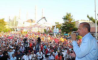 Cumhurbaşkanı Erdoğan: Nerede terör var tepelerine bineceğiz