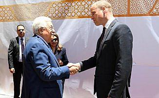 Prens William Ramallah'ta Mahmud Abbas ile görüştü