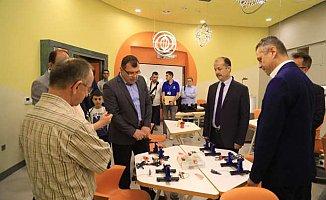 35 ülkeden 170 yabancı öğrenci Bilim Merkezi'nde buluştu