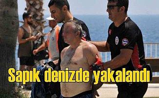 Çocuk tacizi protestosu sırasından, denizde tacizci yakalandı
