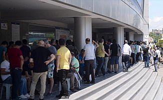 Fenerbahçeli taraftarlardan kombine biletlere büyük ilgi