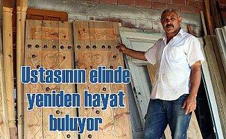 Eski kapılar ustasının elinde hem hayat hem değer buluyor