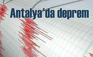 Antalya'da deprem; Vatandaşlar gece yarısı sokaklara indi