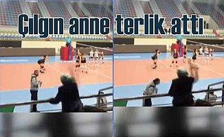 Antrenöre terlik aten kadın voleybolculardan özür diledi